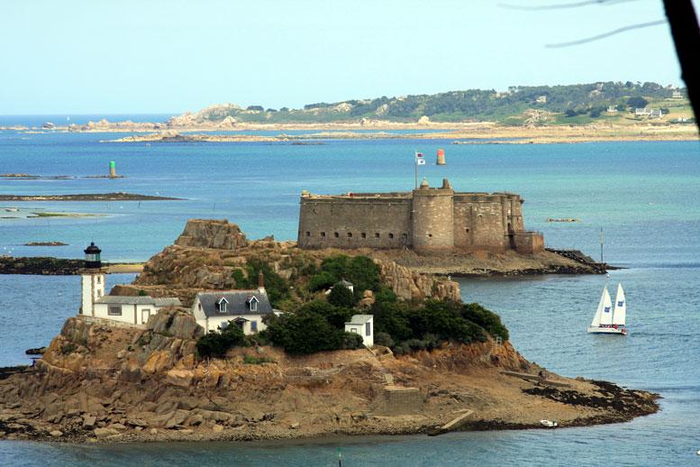 Taureau-castle